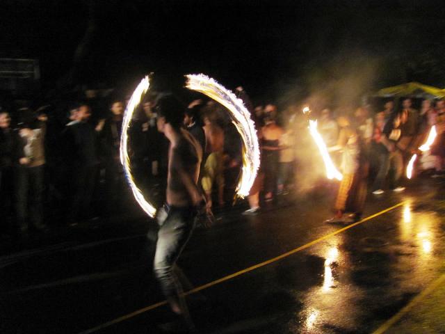 juggler poi cu foc la street delivery 2011