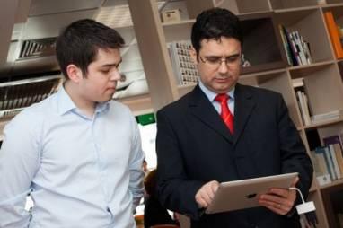 Ministrul Educatiei si manualul