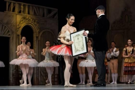 Johan Kobborg ii inmaneaza Senei Hidaka titlul de prim-balerina a Baletului National Roman