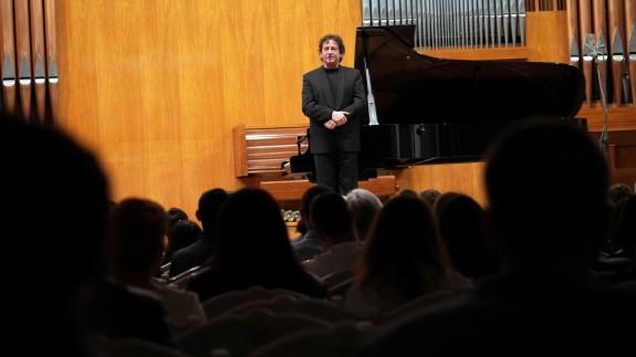 Horia Mihail-recital Pianul calator-Chisinau Foto_Virgil Oprina_P1290142