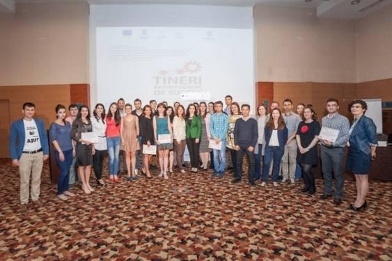 Foto grup_Tineri antreprenori de succes