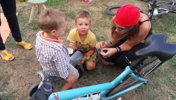 Bicicletele inainte de a le dona copiilor