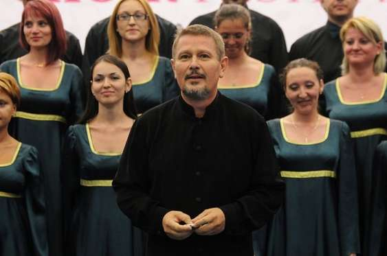 Corul Sound_dirijor Voicu Popescu (1)