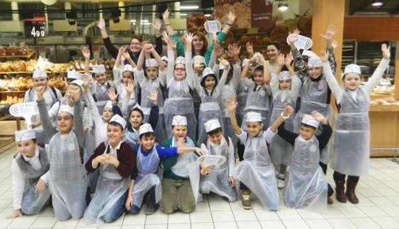 Echipa SETS impreuna cu elevii uneia dintre scoli