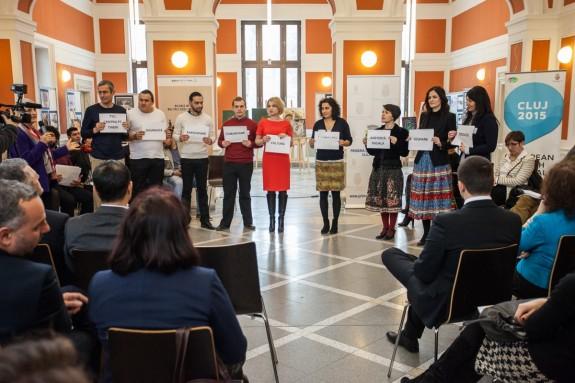 echipa de proiect, prezentand dimensiunile proiectului Pata-Cluj