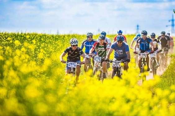 Biciclisti pe traseul Prima Evadare