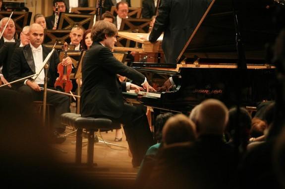 Ilya Rashkovsky pe scena Ateneului Roman in timpul Concursului Enescu
