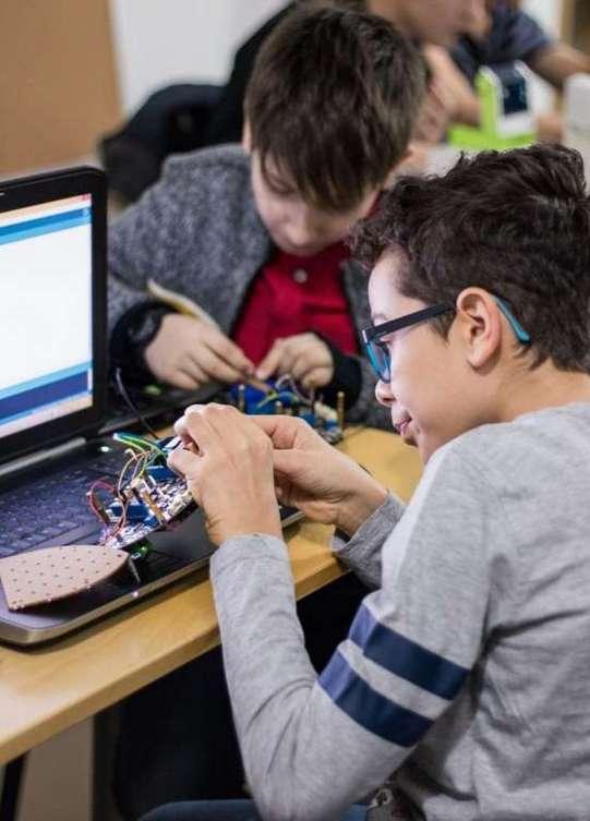 Cursuri de Robotica_academia inventeaza_1
