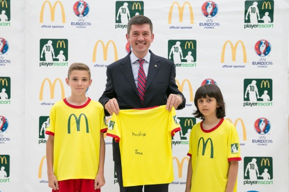 McDonald's Player Escort_Luca Macsim, Andrei Mihaila, Daniel Boaje -52