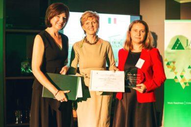 colegiul-economic-partenie-cosma-primeste-premiul-scoala-antreprenoriala-2016
