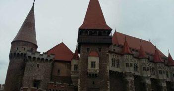 castelul Corvinilor foto RomaniaPozitiva 2017