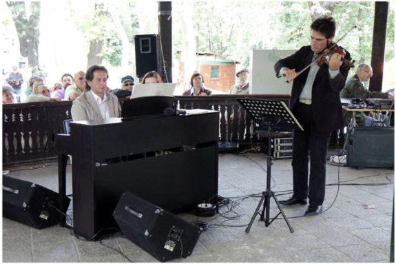 12. Vioara lui George Enescu - Cismigiu - Foto. Alexandru Dolea