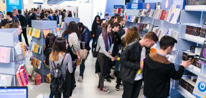 În România sau în străinătate: unde aleg să meargă la studii tinerii români