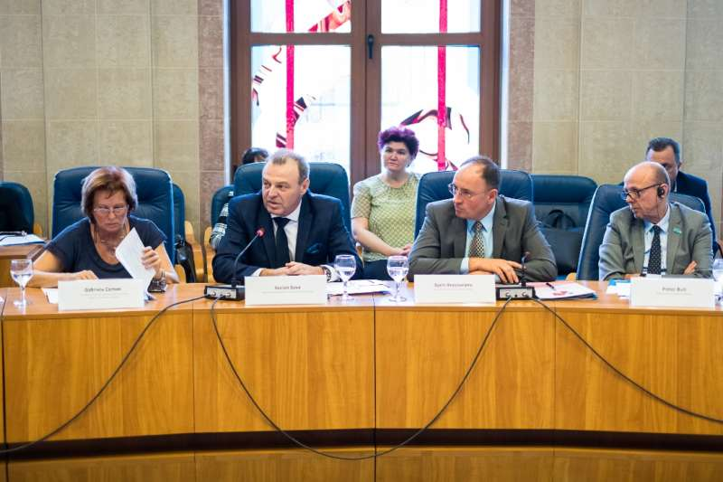 Gabi Coman (ANPDCA), Lucian Sova (MCSI), Sorin Brasoveanu (CJB) si Pieter Bult (UNICEF)